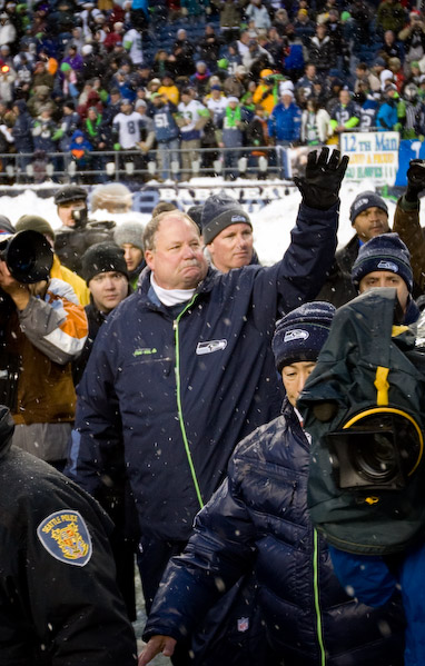 Mike Holmgren waves to the crowd on his final lap around Qwest Field.