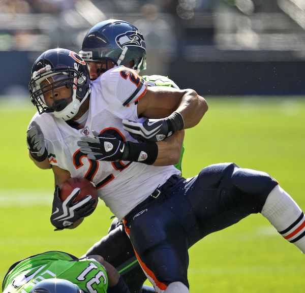 Matt Forte gets wrapped up by Will Herring