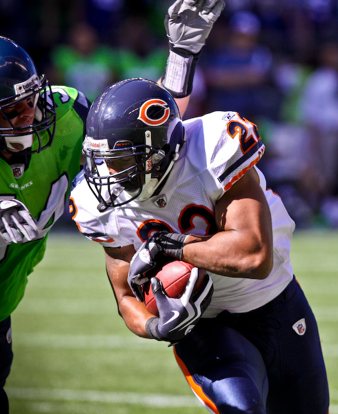 Matt Forte tries to escape from Will Herring