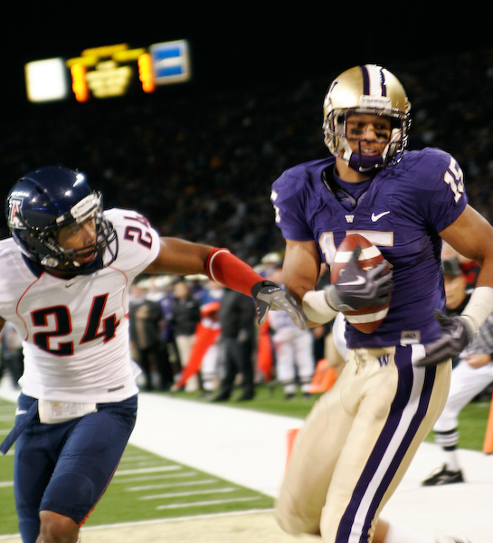 Jermaine Kearse hauls in the 2 point conversion to put the Huskies up for good.