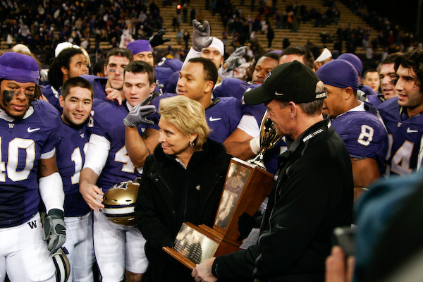 Washington Governor Christine Gregoire gets ready to hand off the Apple Cup Trophy to the Huskies.