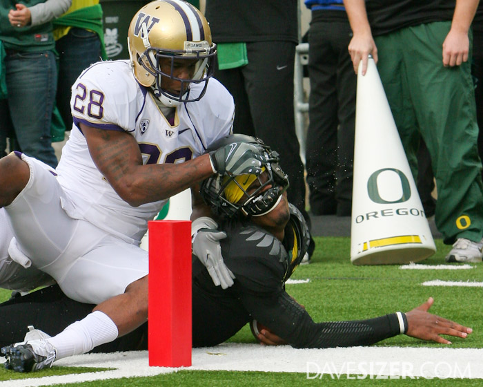 Quinton Richardson grabs and twists the facemask of Duck QB Darron Thomas just short of the goal line.