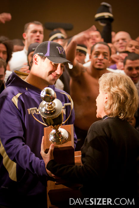 Washington Governor Christine Gregoire presents the Apple Cup trophy to Coach Sarkisian