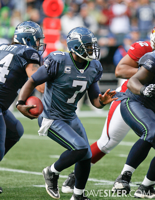 Tarvaris Jackson looks for an opening in the defense.