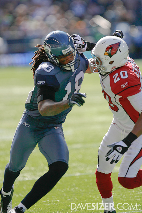 Sidney Rice tries to fend off AJ Jefferson.