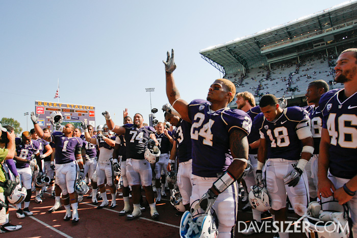 Jessie Callier and the rest of the Dawgs salutes the crowd after the 40-32 victory.