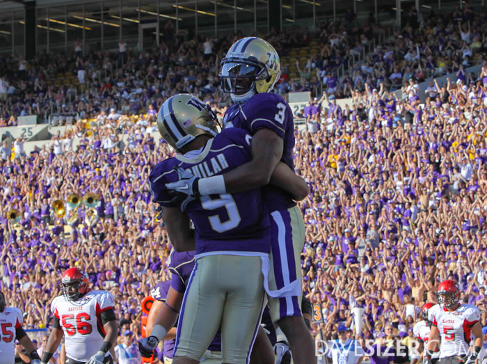 Washington WR James Johnson and Devin Aguilar celebrate after a Johnson TD catch