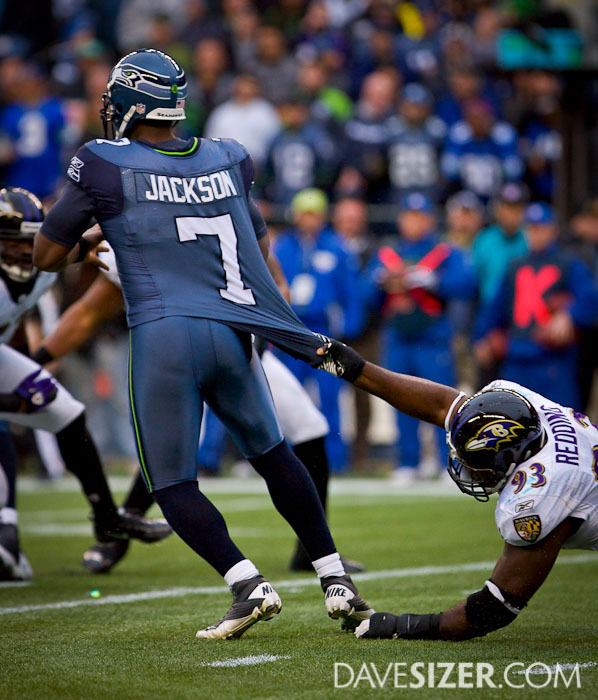 Cory Redding tries to drag down Tarvaris Jackson