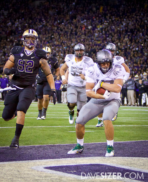 Oregon's David Paulson hauls in a second quarter touchdown.