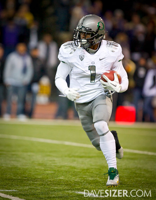 Oregon's Josh Huff heads up field on a kickoff return.
