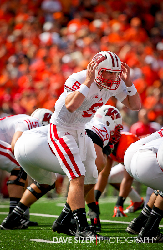 Wisconsin QB Danny O'Brien changes the play at the line.