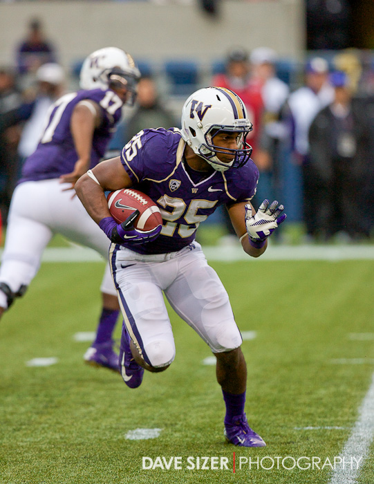 Husky RB Bishop Sankey looks for a hole in the Trojan's defense.