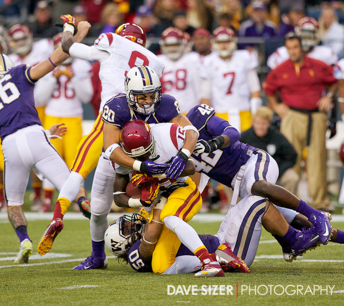 Huskies defenders swarm Nelson Agholor on this play.