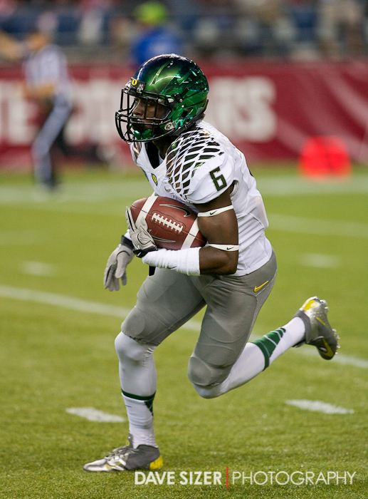 Oregon's lightning fast De'Anthony Thomas returning a kickoff for a good gain.