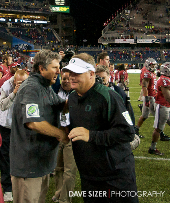 Mike Leach and Chip Kelly shake hands after the game.