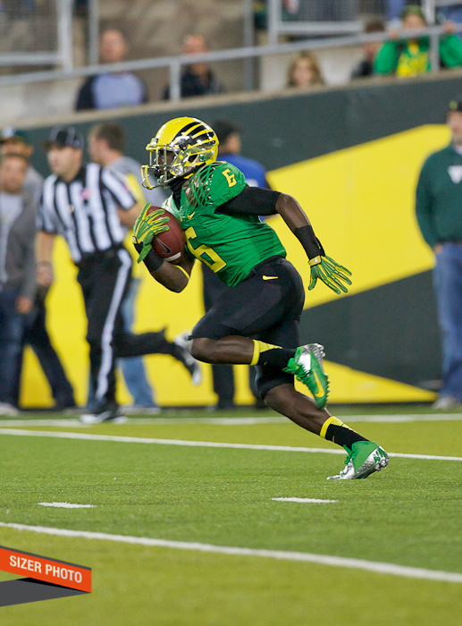 De'Anthony Thomas sprints back a kickoff return.
