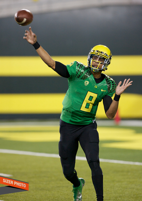 Ducks QB Marcus Mariota zips a pass out to a receiver.