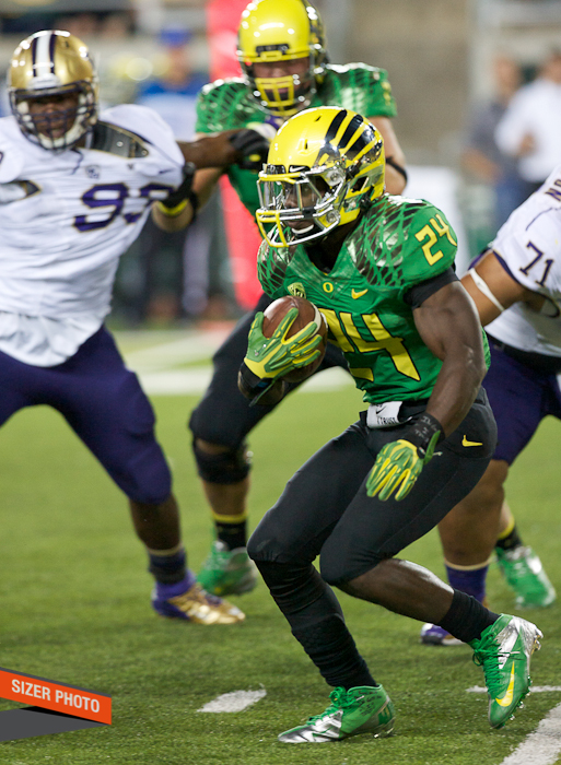 Oregon RB Kenjon Barner looks for a hole in the Huskies defense.
