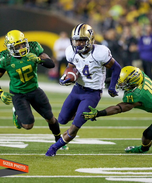 Huskies WR Jaydon Mickens breaks free of Ifo Ekpre-Olomu for yards after the catch.