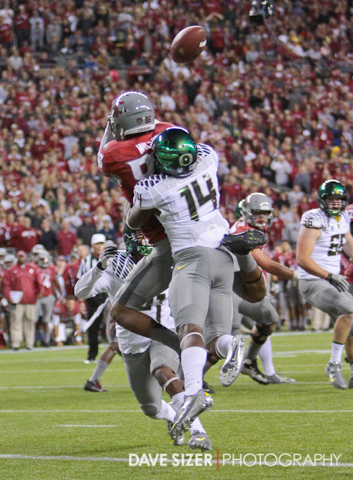 Oregon's Ifo Ekpre-Olomu breaks up this pass to Marquess Wilson.
