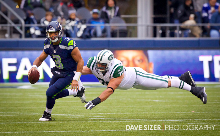 Jets DT Mike DeVito can't quite catch up with Russell Wilson.