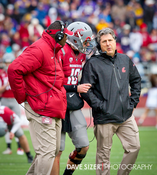 QB Jeff Tuel talks with Mike Leach about the play.