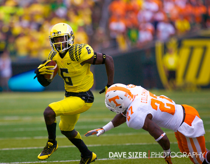 De'Anthony Thomas avoids a Tennessee defender.