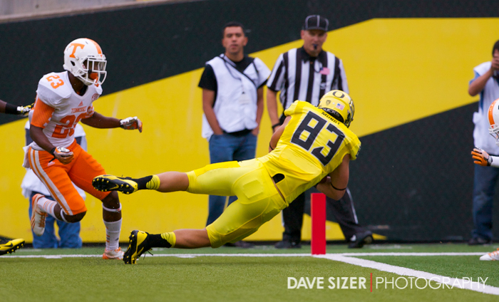 Oregon TE John Mundt leaps for the first of his two TDs on the day.