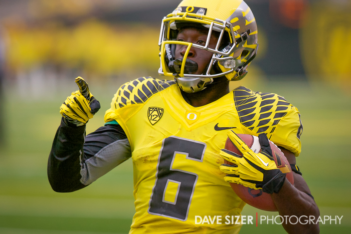 De'Anthony Thomas points to the crowd after a touchdown.