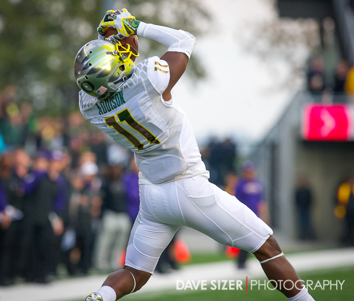 Oregon's Bradon Addison hauls in a pass.