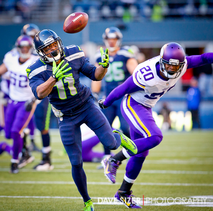 Percy Harvin juggles but hauls in his first catch as a Seahawk.