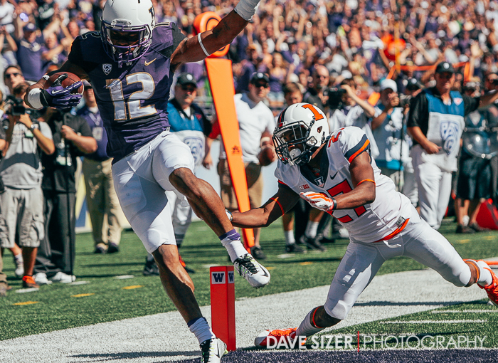 Dwayne Washington tip toes into the end zone for a TD.