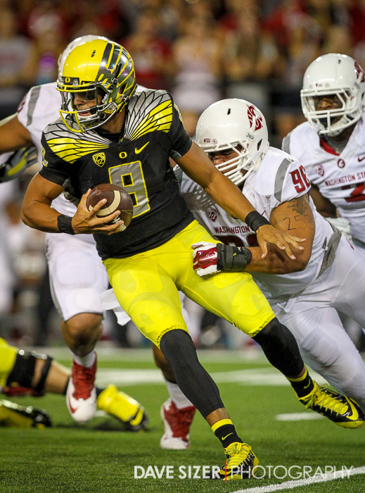 Marcus Mariota uses his escaping skills to avoid a sack.