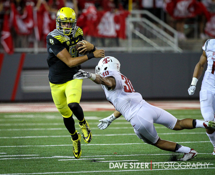 Marcus Mariota blows past the Cougar Defense.