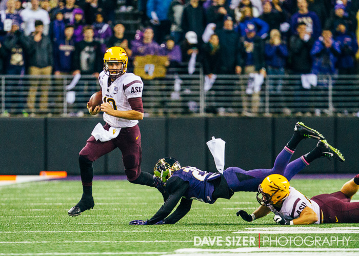 ASU quarterback Taylor Kelly scrambles away from the defense.