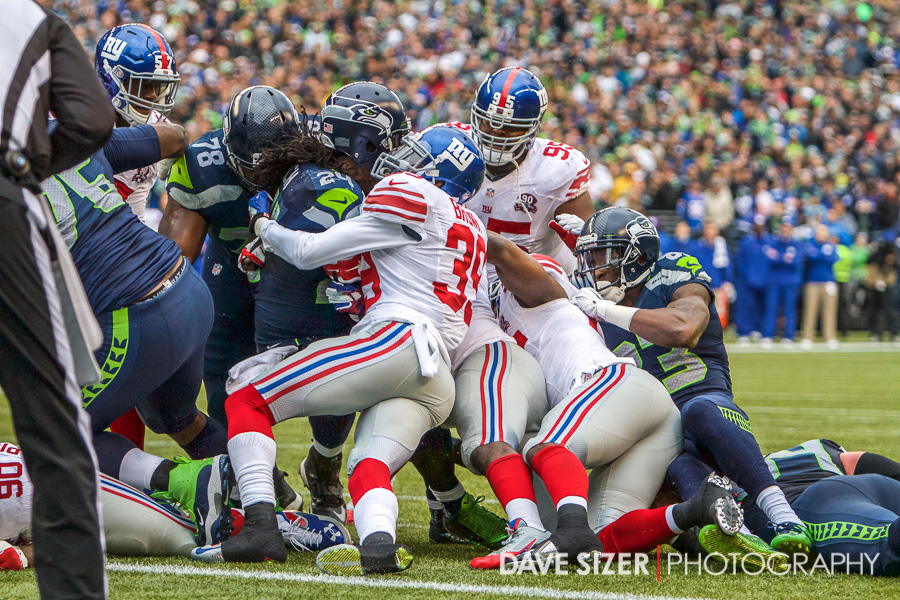 The Giants try to stack up Lynch on the goal line.