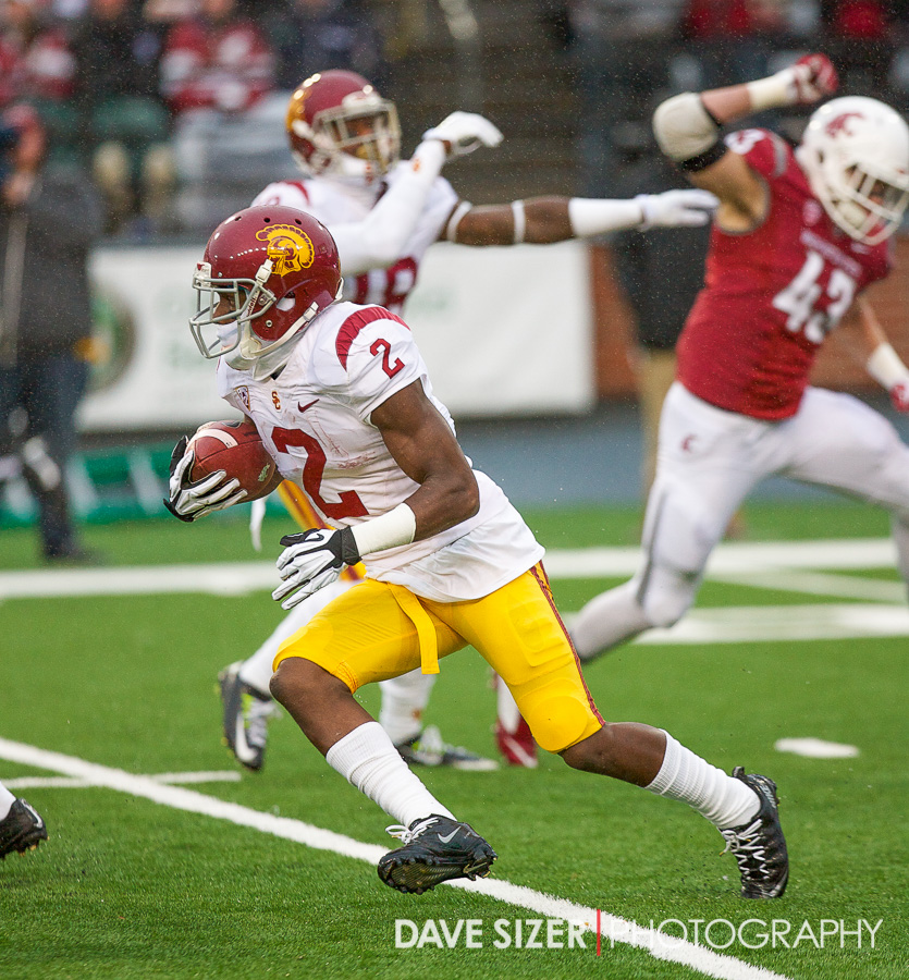 Adoree' Jackson gets the Trojans started with this kick return.