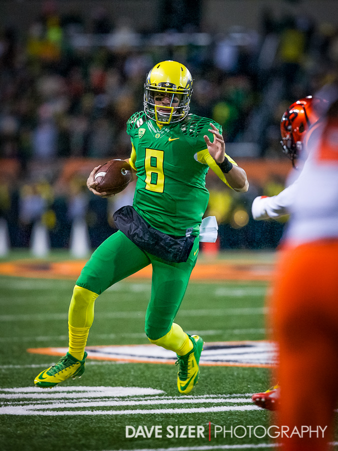Mariota escaping from the OSU pressure.