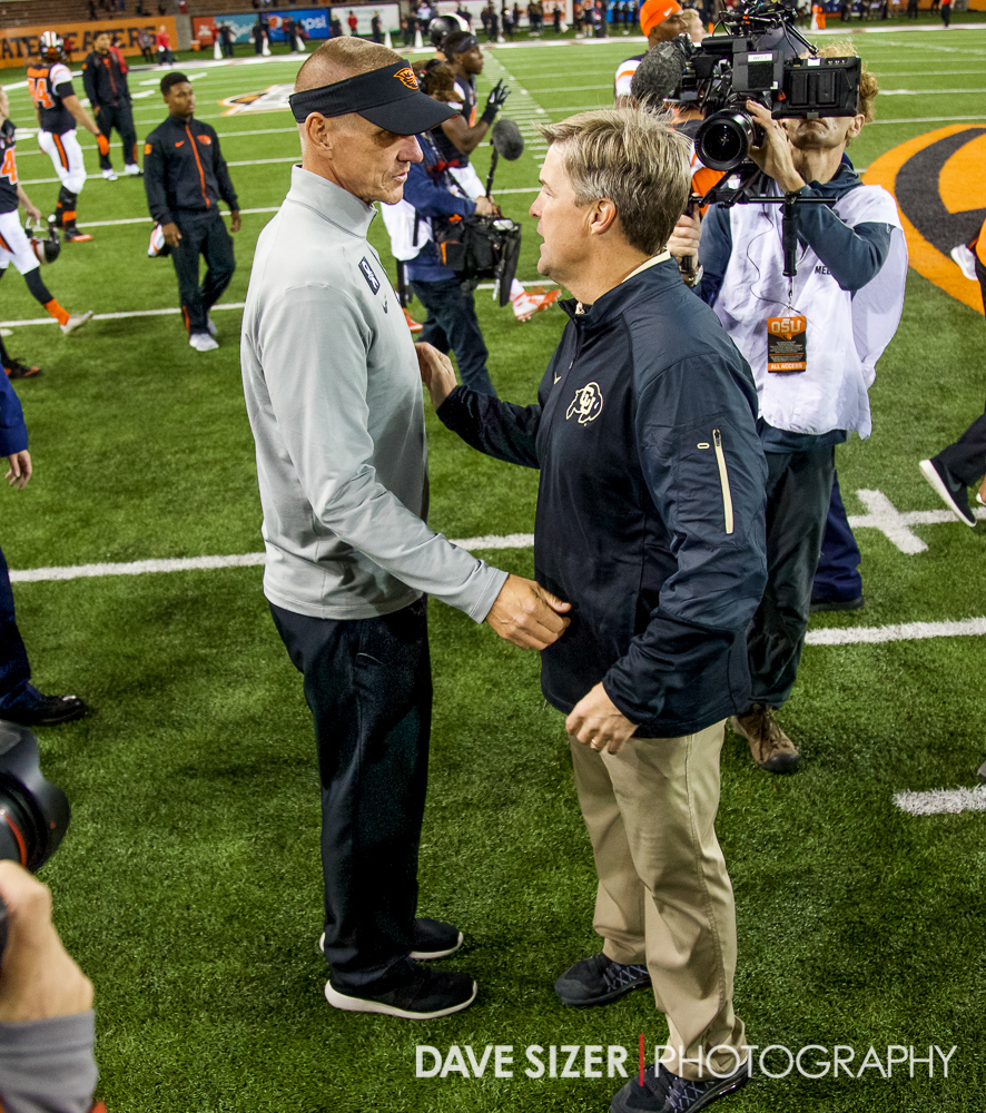 Head coaches Gary Andersen and Mike Macintyre shake hands after the game.