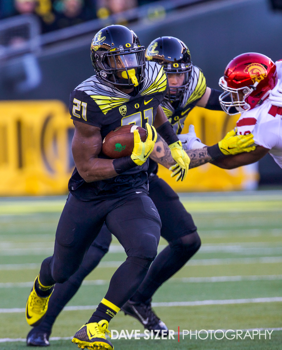 Ducks RB Royce Freeman finds a gap for yardage.