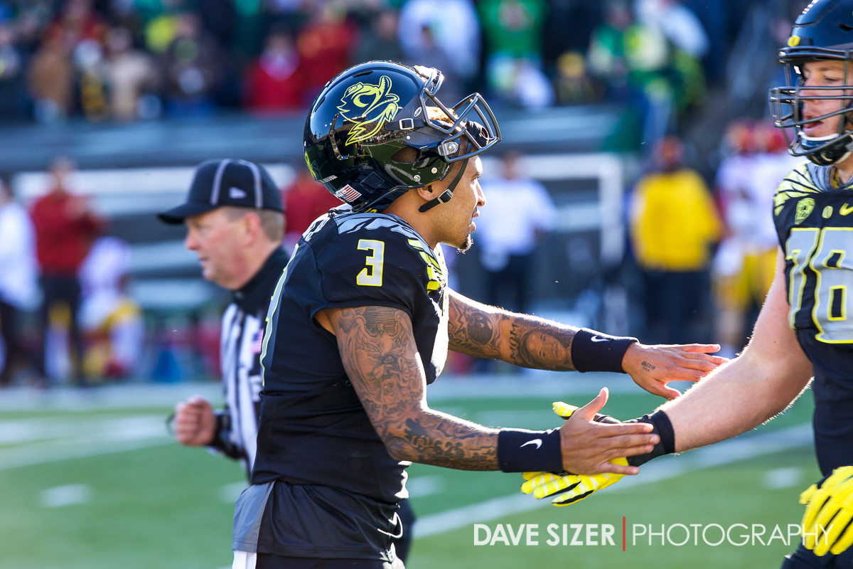 Vernon Adams congratulates his team coming off the field after a scoring drive.