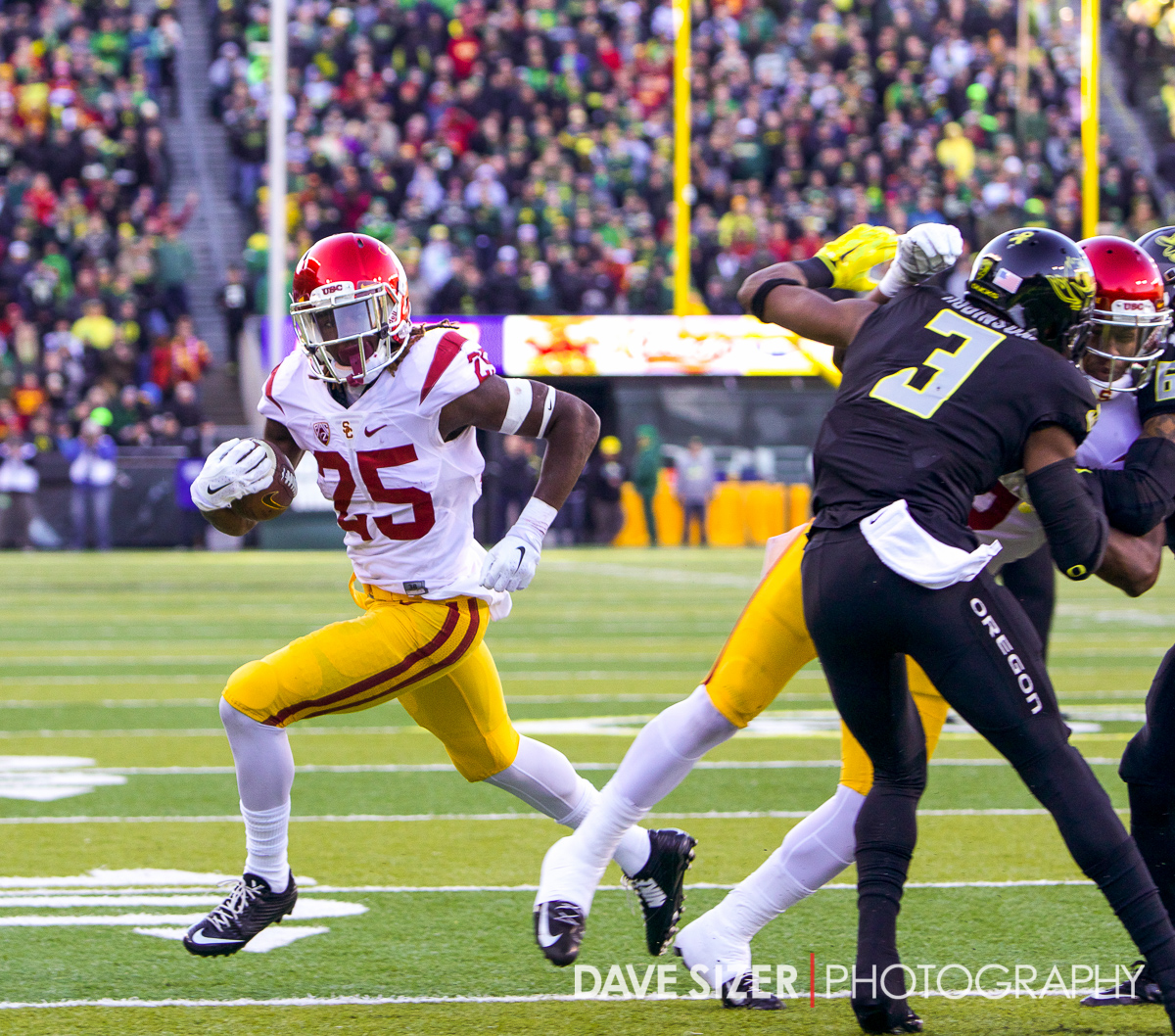 USC tailback Ronald Jones gets to the outside for a TD.