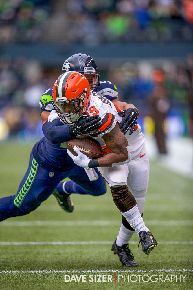 Bobby Wagner brings down Duke Johnson.