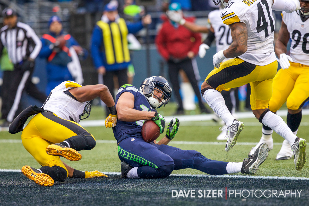 Jermaine Kearse catches a touchdown in traffic.