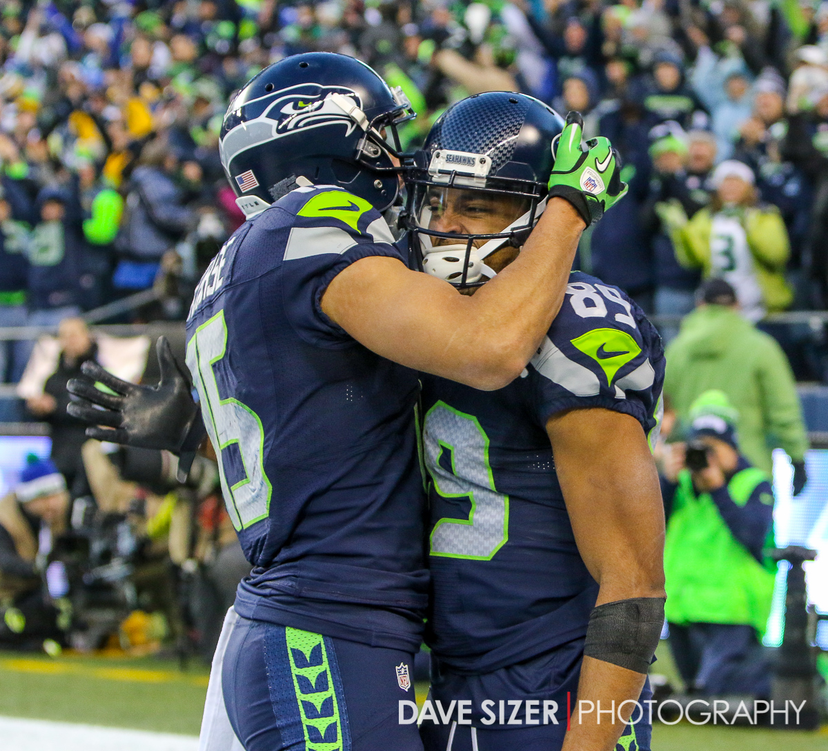 Jermaine Kearse and Doug Baldwin celebrate after a score.