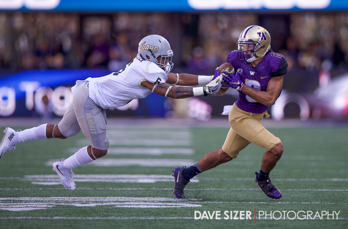Dante Pettis fights for the possession of the ball.