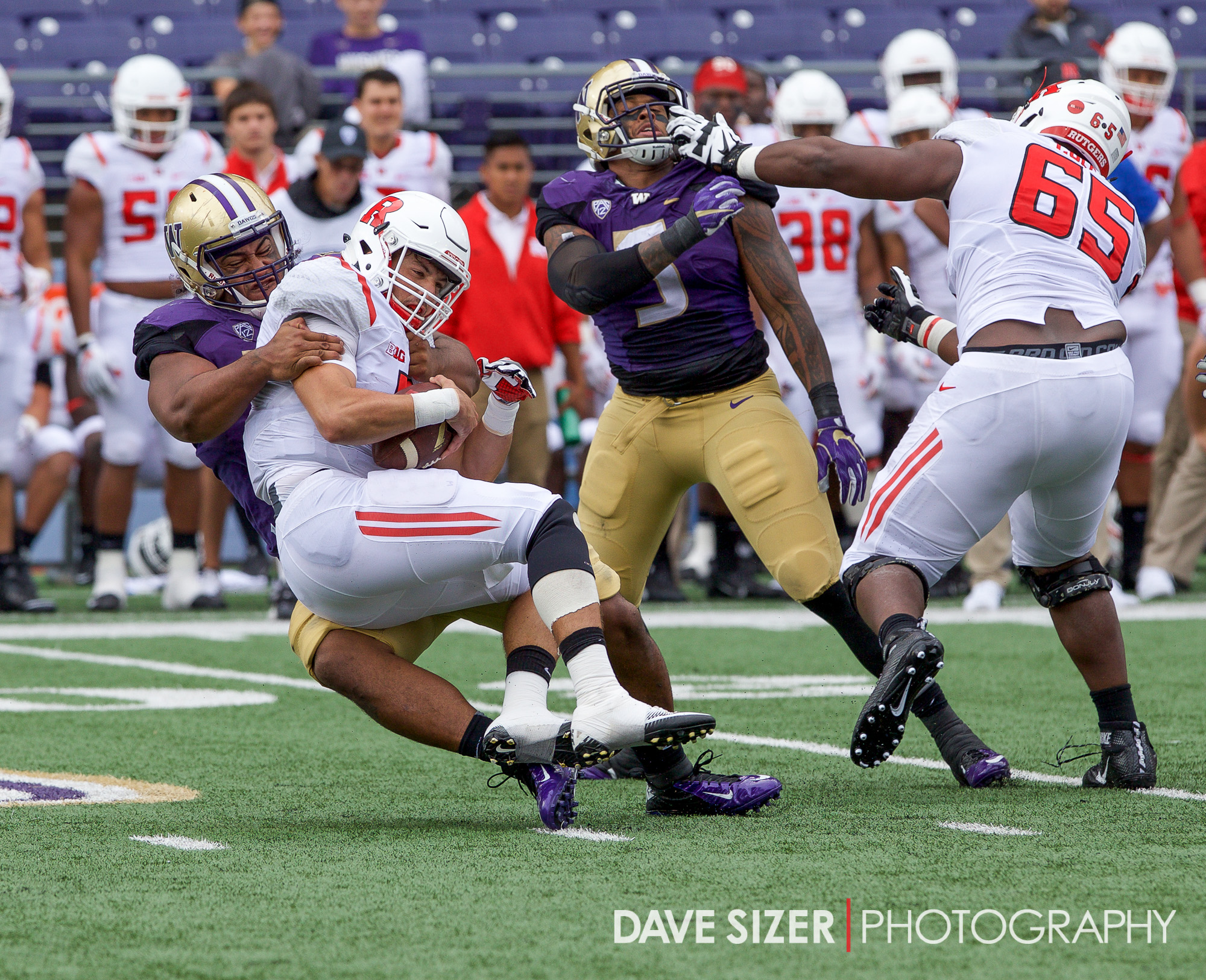 The Dawgs D gets to Laviano again for a sack.
