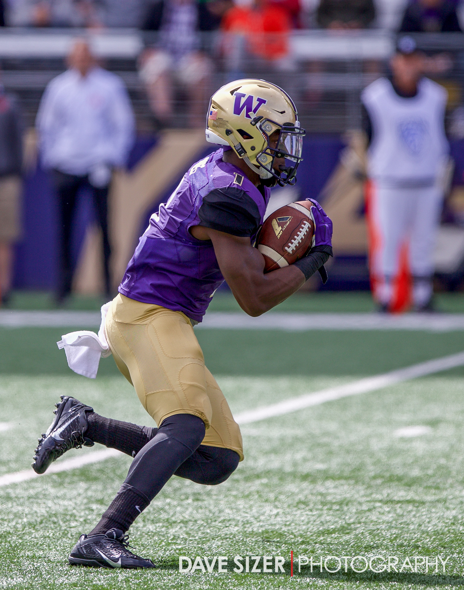 John Ross gets up to full speed as he takes this kick return all the way back for a 92 yard score. His third of the day.